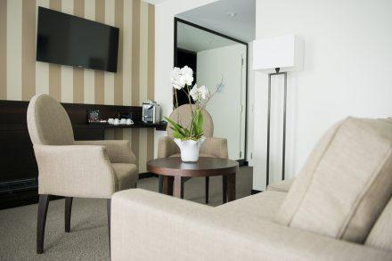 Junior Suite - Wohnbereich mit Nespresso-Kaffeemaschine